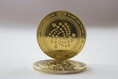 在白色背景2的隐藏货币硬币iota 免版税库存照片