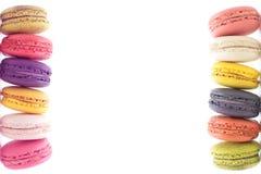 在白色背景Macaron的五颜六色的macarons是甜的 库存照片