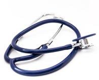 在白色被隔绝的背景的蓝色听诊器 免版税库存图片