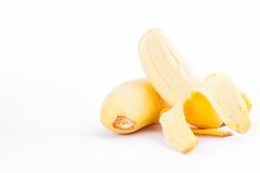 在白色被隔绝的背景健康Pisang Mas香蕉果子食物的被剥皮的蛋香蕉 库存照片