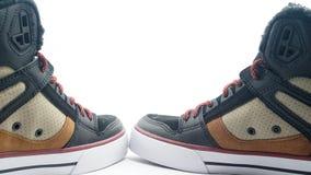 在白色被隔绝的背景的全新的运动鞋 免版税库存图片