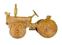在白色被隔绝的背景的木玩具拖拉机 库存图片