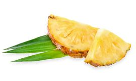 在白色裁减路线隔绝的切片菠萝 图库摄影