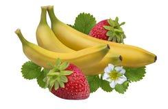 在白色裁减路线隔绝的草莓香蕉 库存图片