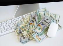 在白色键盘的美金 免版税图库摄影