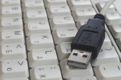 在白色键盘输入的USB 免版税图库摄影