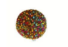 在白色隔绝的五颜六色的毛线球 免版税库存图片