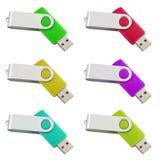 在白色隔绝的六根不同色的USB棍子 库存照片