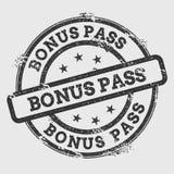 在白色隔绝的奖金通行证不加考虑表赞同的人 免版税库存照片