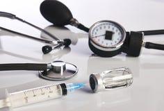 在白色隔绝的心脏病学医疗设备 免版税图库摄影