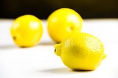 在白色隔绝的没有photoshoped 100%自然eco红色柠檬 库存图片