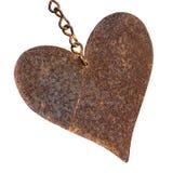 在白色隔绝的生锈的金属心脏形状 库存照片