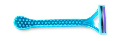 在白色隔绝的蓝色塑料一次性剃具 免版税库存图片