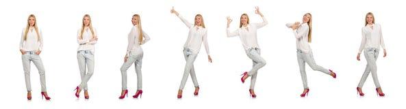 在白色隔绝的蓝色牛仔裤的俏丽的妇女 免版税库存图片