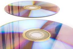 在白色隔绝的CD的dvd 免版税库存照片