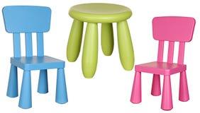在白色隔绝的三把儿童的塑料椅子 免版税图库摄影