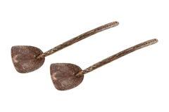 在白色隔绝的两个椰子壳杓子 免版税库存图片