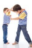 在白色隔绝的两个男孩战斗 库存照片