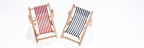 在白色隔绝的两张空的海滩睡椅 免版税库存图片