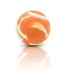 在白色隔绝的五颜六色的橡胶大理石球 免版税库存图片