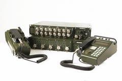 在白色隔绝的军事通信站 免版税库存图片