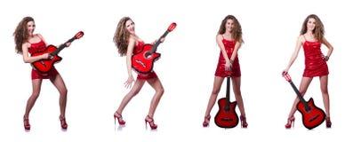 在白色隔绝的吉他演奏员妇女 免版税库存照片