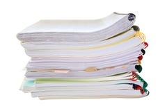 在白色隔绝的堆纸文件夹 免版税库存照片