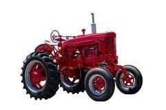 在白色隔绝的大红色农用拖拉机 免版税库存图片
