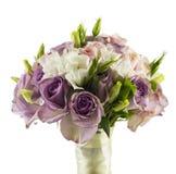 在白色隔绝的婚姻的玫瑰色花束 免版税图库摄影