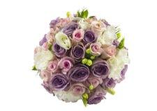 在白色隔绝的婚姻的玫瑰色花束 免版税库存照片