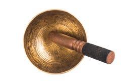 在白色隔绝的尼泊尔唱歌碗 库存图片