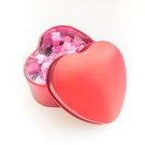 在白色隔绝的情人节红色心脏箱子 图库摄影