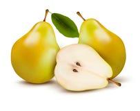 在白色隔绝的新鲜的梨。 图库摄影