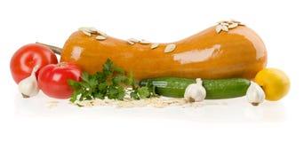 在白色隔绝的新鲜蔬菜 免版税库存照片