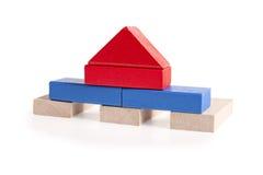 在白色隔绝的木玩具房子 库存照片