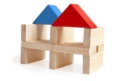 在白色隔绝的木玩具房子 免版税库存图片