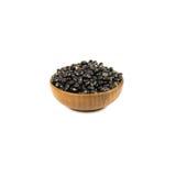 在白色隔绝的木碗干黑豆 免版税库存图片