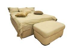 在白色隔绝的木头床 免版税库存图片