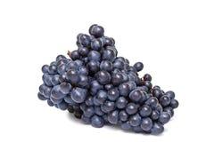 在白色隔绝的束新鲜的红葡萄 免版税图库摄影