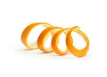在白色隔绝的橙色螺旋果皮 免版税库存图片