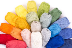 在白色隔绝的毛线五颜六色的丝球 图库摄影