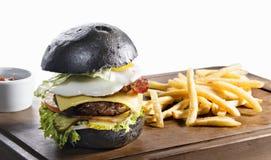 黑在白色隔绝的汉堡和炸薯条 图库摄影