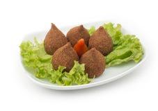 在白色隔绝的油煎的Kibe黎巴嫩食物 免版税库存照片