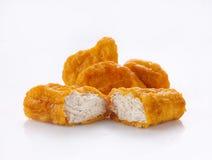 在白色隔绝的炸鸡矿块 免版税库存图片