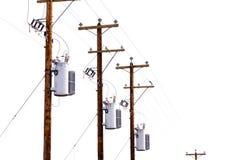 在白色隔绝的电源杆变压器行  免版税库存照片