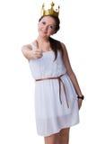 在白色隔绝的白色冠的秀丽微笑的青少年的年龄女孩 图库摄影