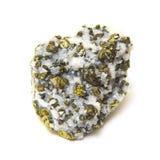 在白色隔绝的石英的矿物硫铁矿 免版税库存图片
