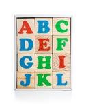 在白色隔绝的箱子的字母表木砖 库存图片
