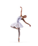 年轻在白色隔绝的红头发人女性跳芭蕾舞者 免版税库存照片