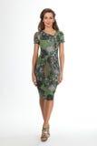 在白色隔绝的美好的女商人时装模特儿,绿色 库存图片